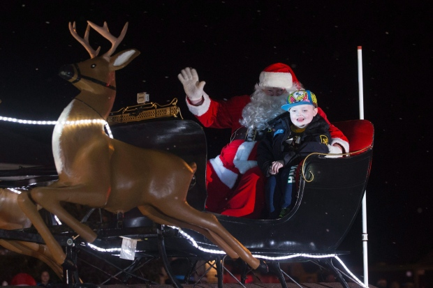 Pic from: http://www.cbc.ca/news/canada/toronto/st-george-christmas-early-1.3287261